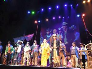 José Luis Zampaña, los mellizos de Pedro El Majara, el guitarrista David Ganaza, Lore… juntos cantaron el popurrí de la comparsa Medio Siglo